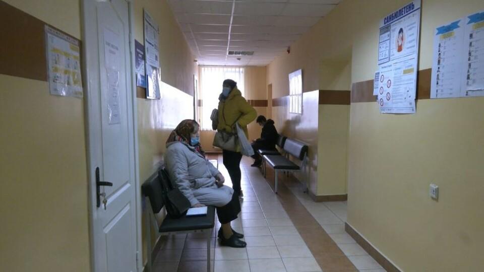 Волинянам почали робити щеплення китайською вакциною від коронавірусу