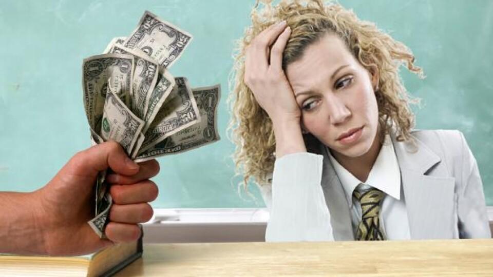 Прем'єр-міністр розповів, як збільшити зарплату вчителів до 4 тисяч доларів