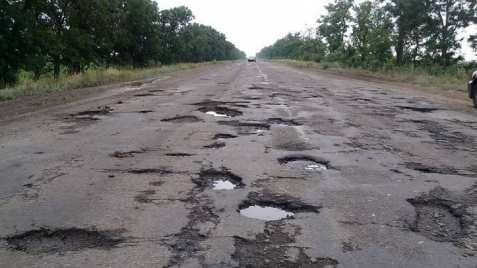 Є 43 голоси з 25 тисяч: в петиції до президента просять відремонтувати дорогу на Волині