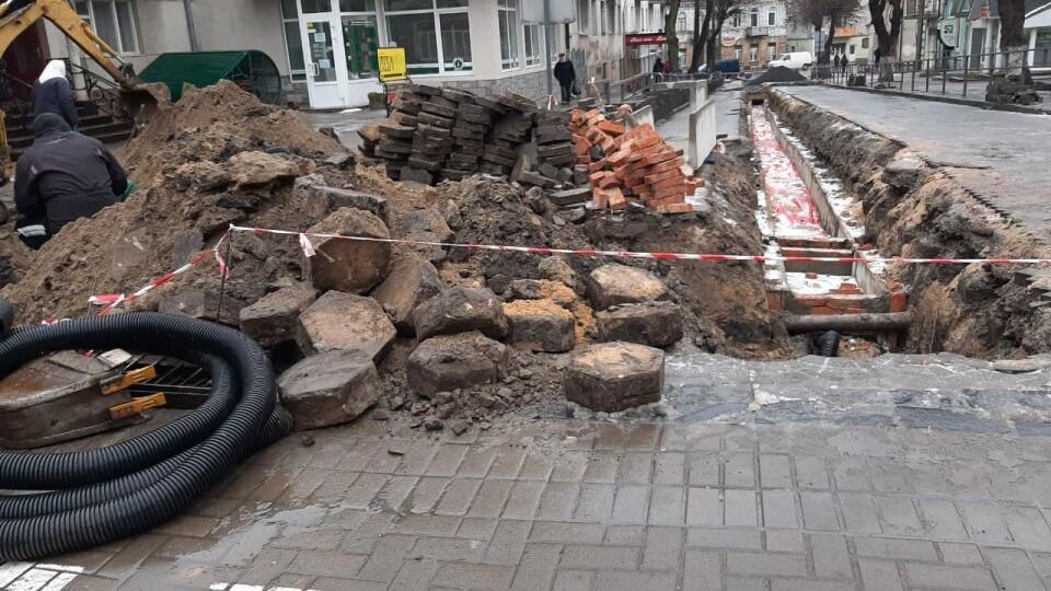 У Луцьку під час ремонтних робіт знайшли «трилінку»