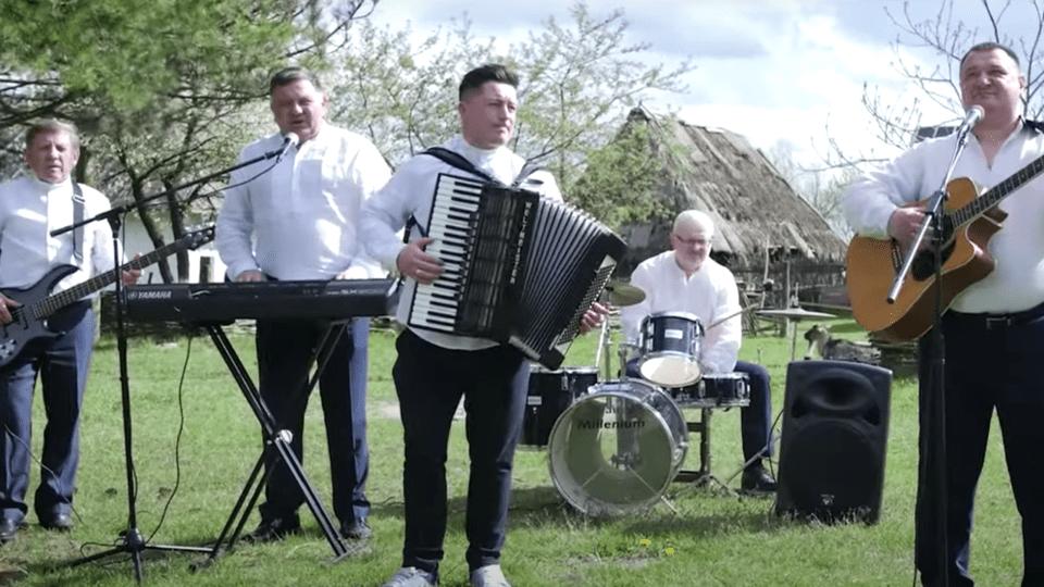 Волинські депутати заспівали пісню до Дня матері