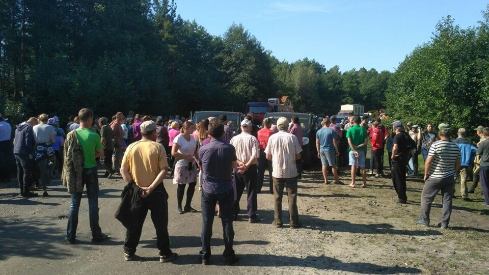 У Маневицькому районі – протест: місцеві заблокували техніку «Волиньприродресурсу»