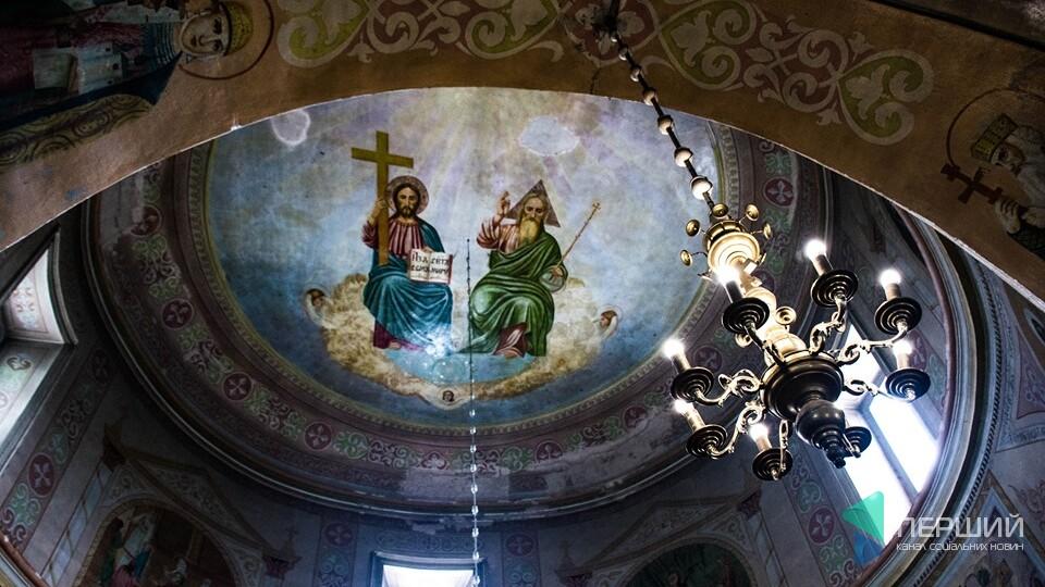 Церква від графа Браницького. Всередині - ікони зі слідами від куль. #ДОРОГОЮ НА СВІТЯЗЬ