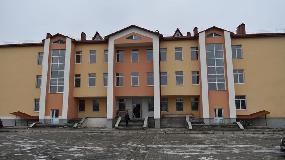 Громаді важко буде утримувати такий заклад, – Савченко про школу, яку добудовують. ФОТО