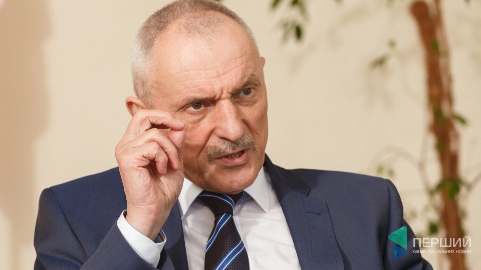 «Хай бурштин лежить до кращих часів», - голова ОДА Олександр Савченко