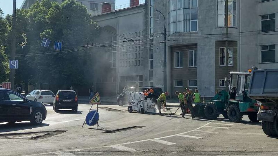 На кільці у Луцьку ремонтують дорогу. Рух ускладнений
