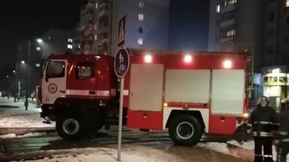 До піцерії у Луцьку з'їхалися пожежні автомобілі. ФОТО