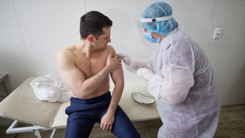 Зеленський вакцинувався від коронавірусу на Донбасі