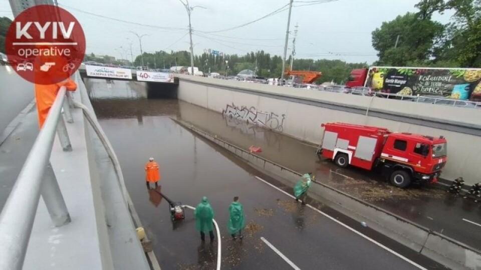 Київ накрила потужна злива. Показуємо вражаючі фото