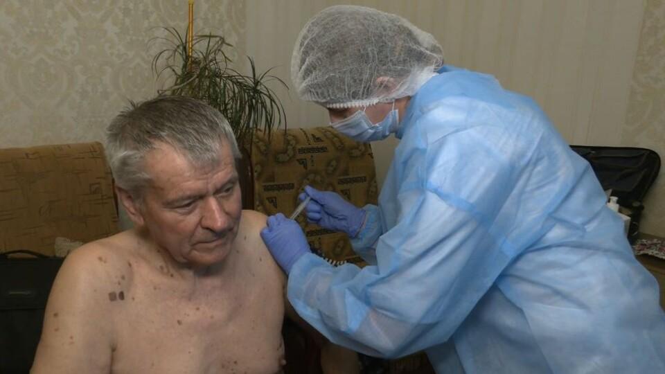 Перше щеплення китайською вакциною на Волині зробили 83-річному лучанину