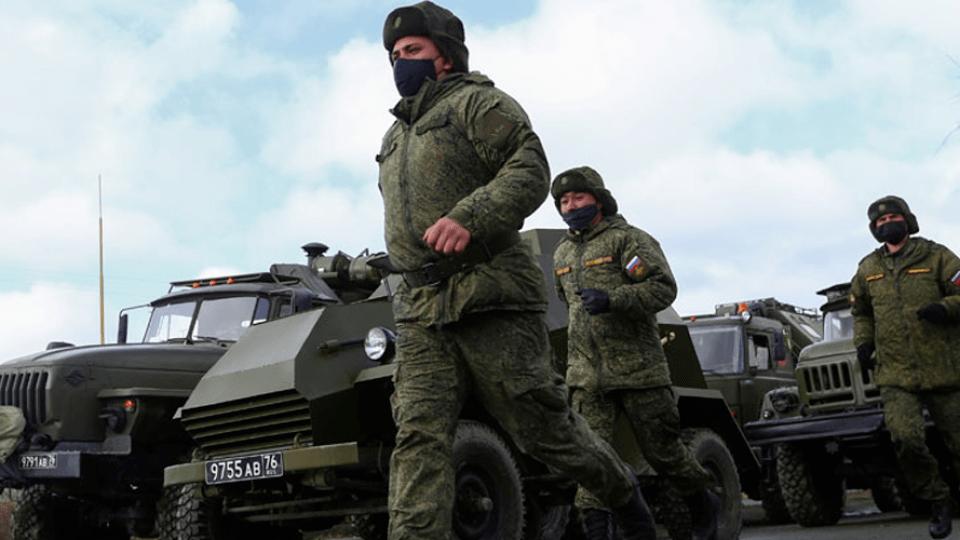 «Ми не фіксуємо зменшення російських військ на кордоні», –Зеленський
