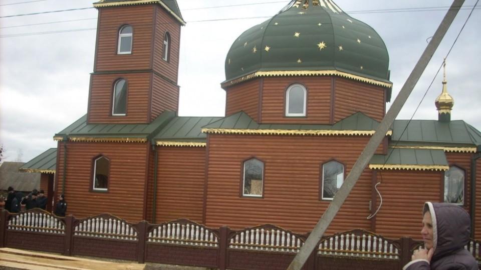 Парафіяни першого на Любешівщині села спробували перейти в ПЦУ. ФОТО