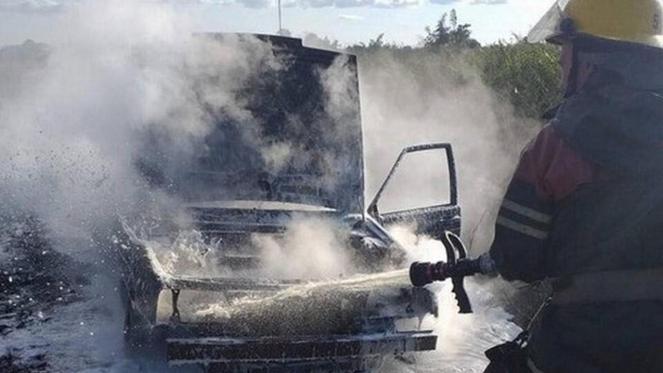На Волині загорівся автомобіль через несправність електрики