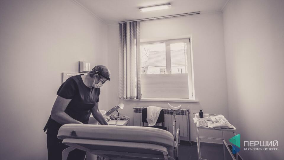 «Розказати?». Що говорять жінки у черзі під кабінетом, де роблять тест на рак шийки матки