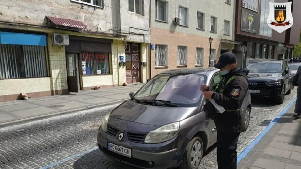 Запрацювала платна парковка в центрі Луцька. У перший же день - 26 штрафів