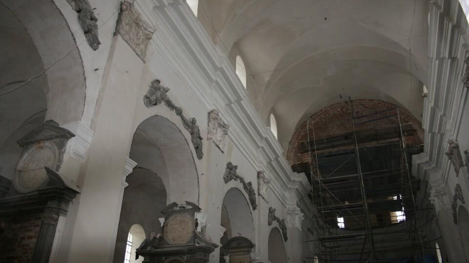 Костелу Святої Трійці в Олиці намагаються повернути первинний вигляд