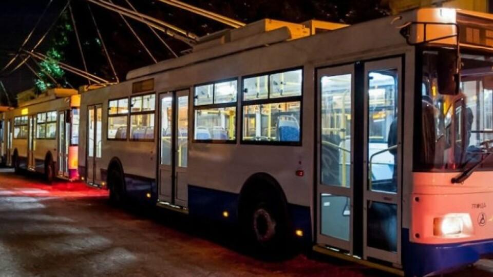 У Луцьку у великодню ніч курсуватимуть маршрутки і тролейбуси