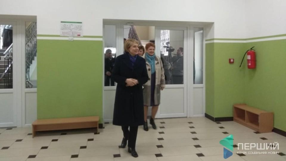 Гриневич заявила, що у луцькій школі №27 можуть навчатися у дві зміни