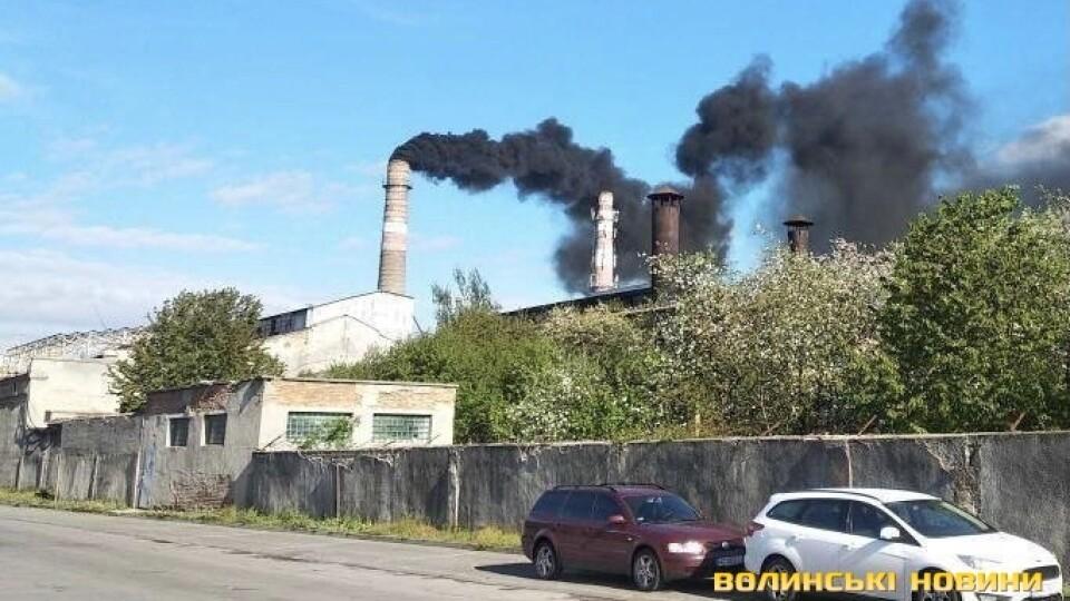 У Луцьку збирають підписи через чорний дим з цукрового заводу