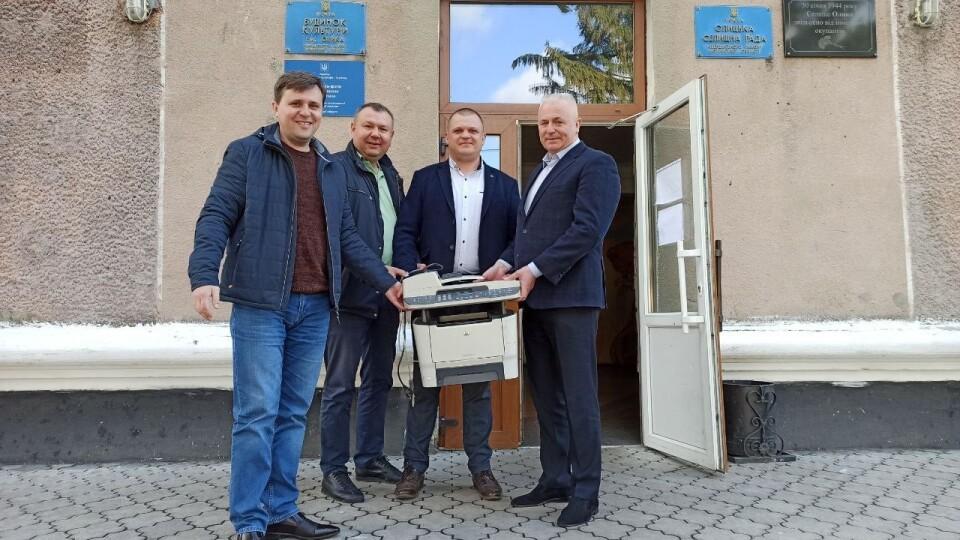 Луцька райрада передала громадам автомобілі, комп'ютери та меблі