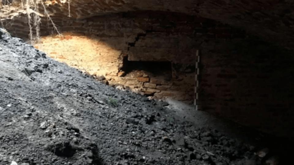 Знайденеу Володимирі підземелляможе стати туристичним об'єктом, але поки його засипали піском