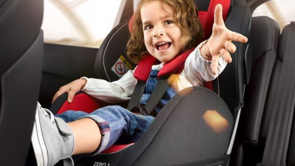 Заради безпеки. За перевезення дітей без автокрісла водіїв штрафуватимуть