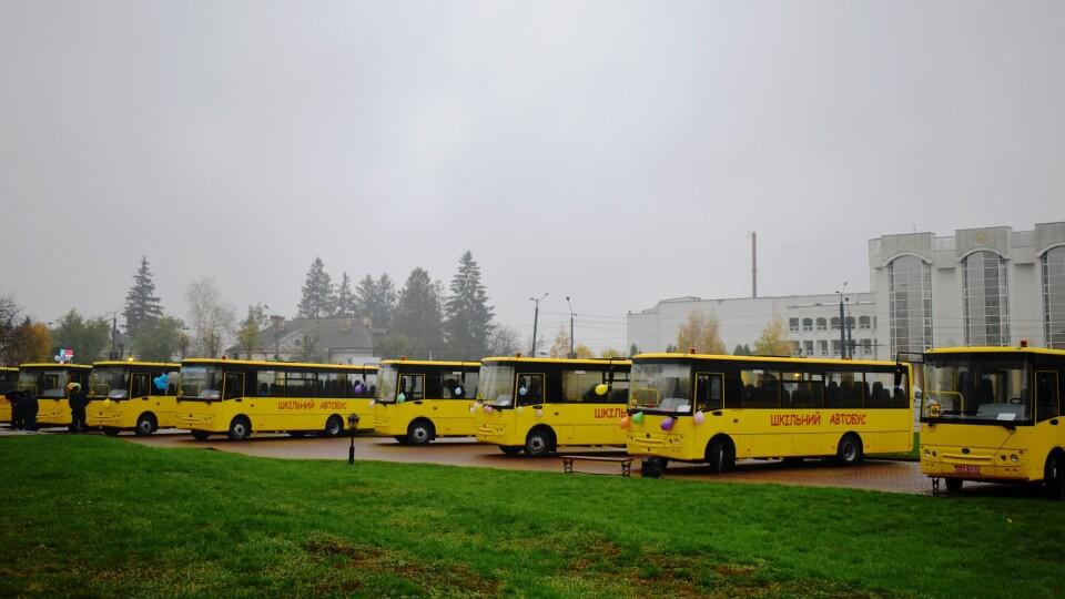 Волинським школам передали 15 нових автобусів