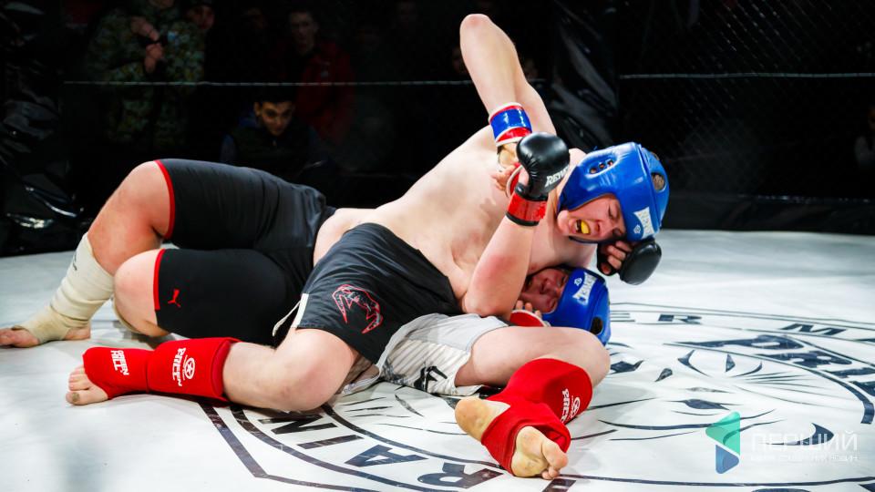 Не для слабаків: як у Луцьку билися за титул чемпіона з ММА. ФОТОРЕПОРТАЖ