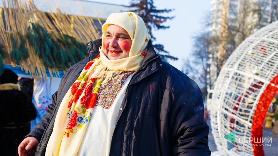 Лікарі, цигани та кози: як у центрі Луцька фестивалять на свята. ФОТО