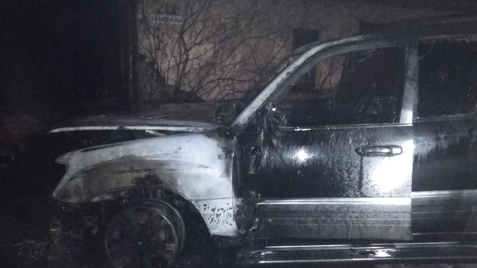 На Волині спалили  Lexus вартістю 800 тисяч гривень: поліція відкрила кримінал. ФОТО