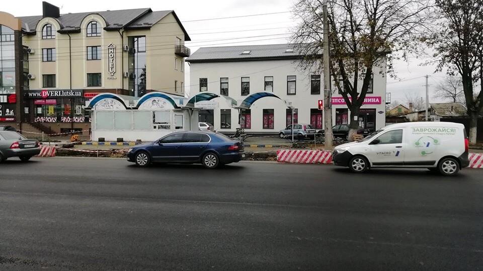 Як ремонтують вулицю Рівненську у Луцьку