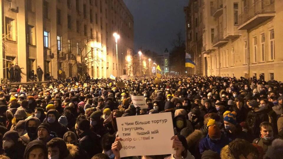 У Києві відбувається акція протесту проти арешту Стерненка. Є поранені та затримані