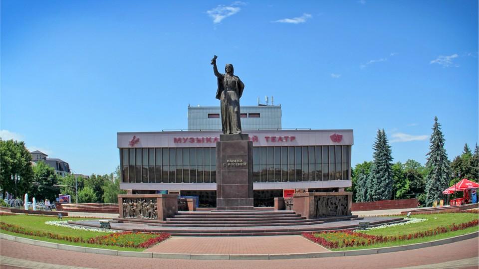На півдні Росії знайшли копію  луцького драмтеатру і пам'ятника Лесі Українки. ФОТО