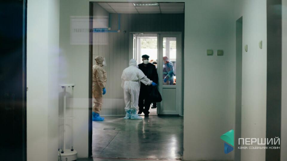 За добу більше 4,5 тисяч українців потрапили в ковідні лікарні