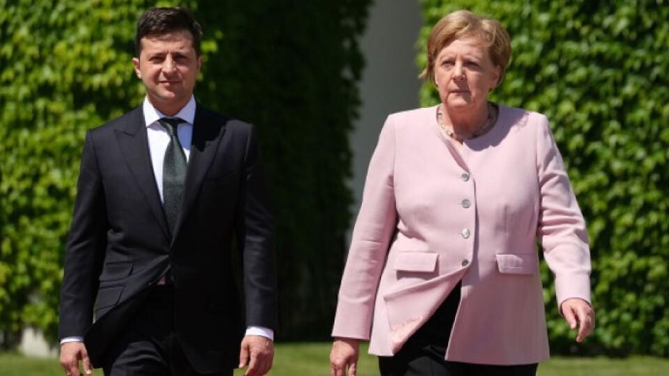 Ангела Меркель прилетіла в Україну. Вона вже веде переговори із Зеленським
