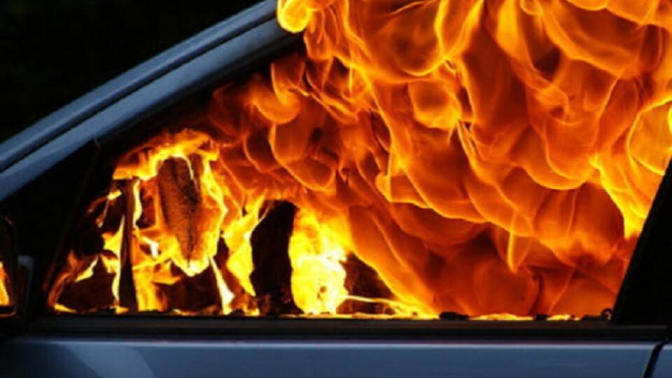 Біля Луцька вночі згоріла автівка