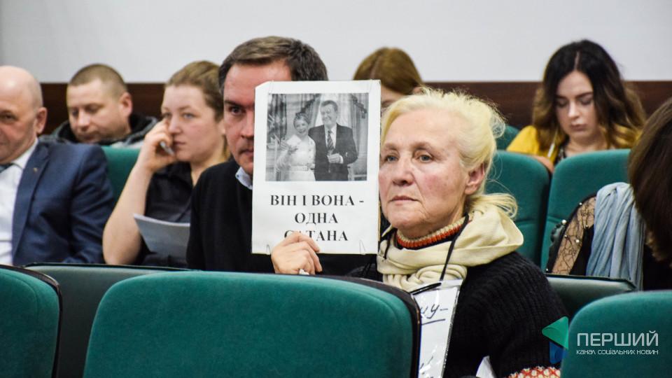 «Він і вона – одна сатана». Як луцькі депутати імпічмент Порошенку приймали. РЕПОРТАЖ