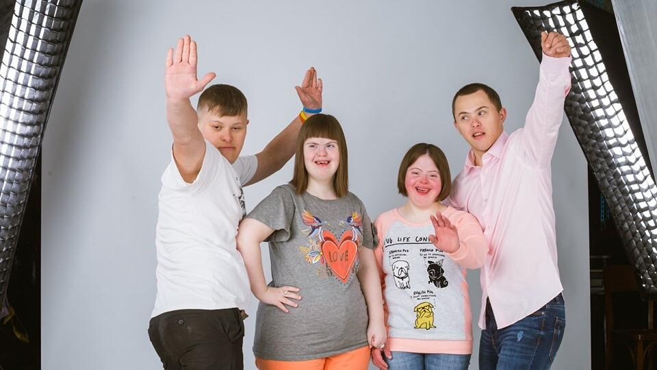 «Усі бачать хворобу, а не мене»: у Луцьку влаштували фотосесію для людей з інвалідністю