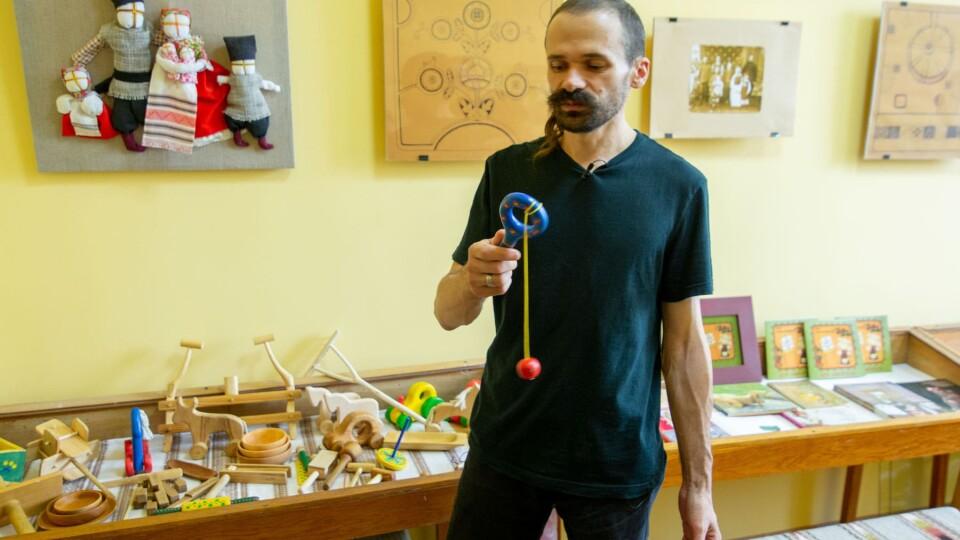 Волиняни, який робить унікальні іграшки, створив музей у рідному селі