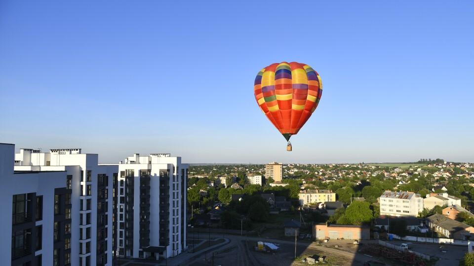У Луцьку стартував фестиваль повітряних куль. Літали над «Суперновою»