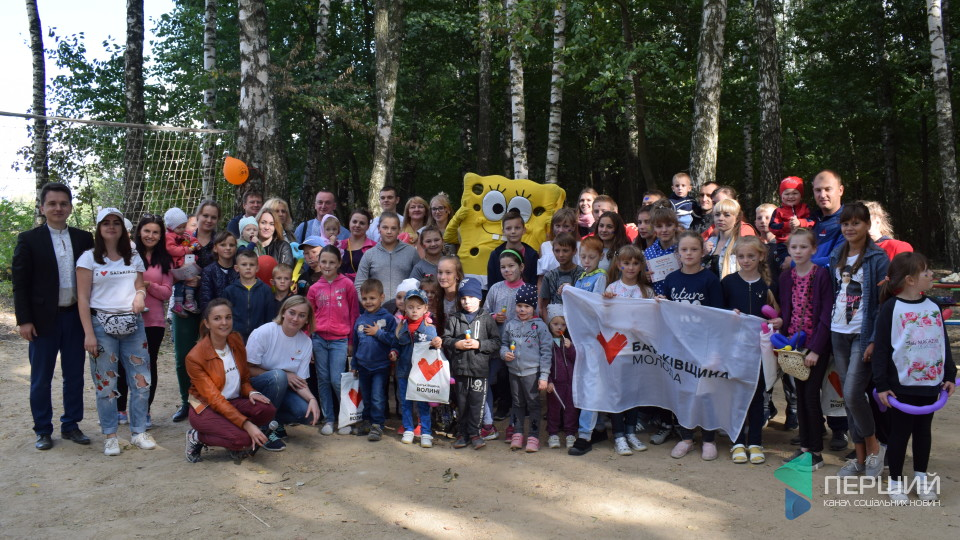 Ігровий майданчик замість чагарника: депутат від «Батьківщини» зробив подарунок дітям у Торчині