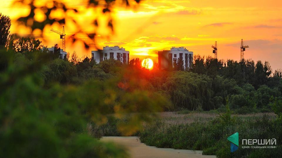 Чарівний захід сонця над Луцьком. ФОТО