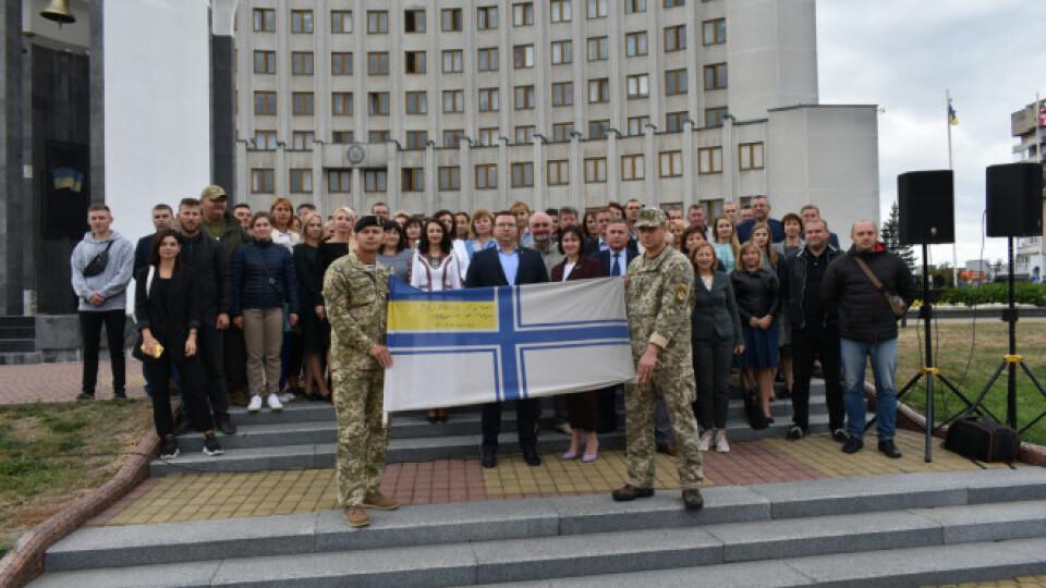У Луцьку зняли прапор, який висів на підтримку полонених моряків