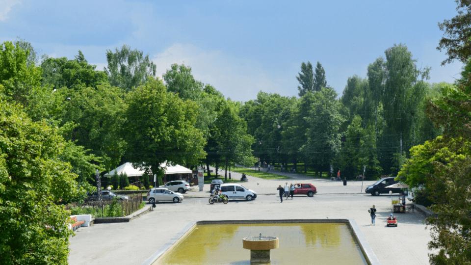 У Центральному парку в Луцьку обмежать рух автівок