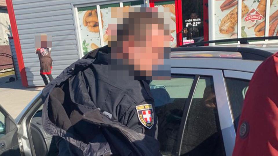 Майор поліції, якого спіймали на торгівлі наркотиками, вживав їх і сам