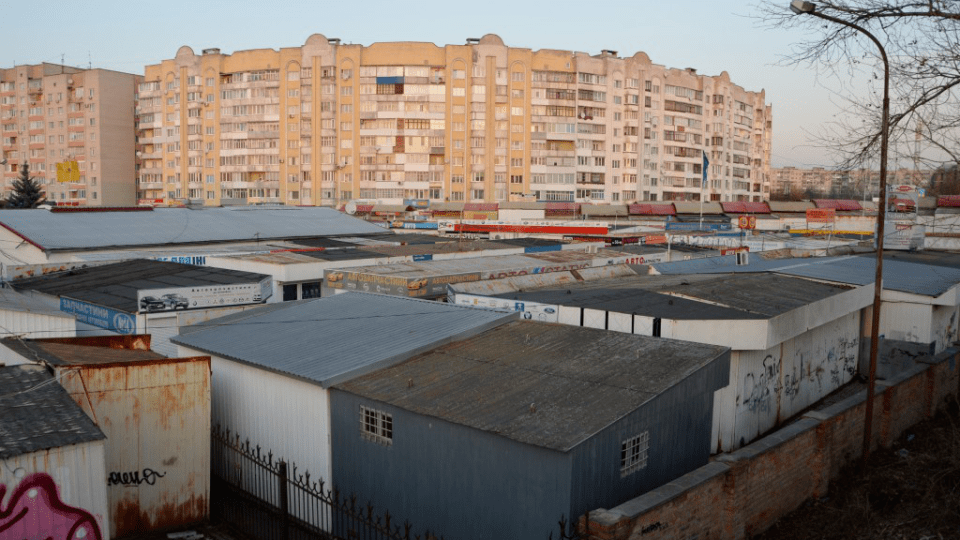 У Луцьку поновили договір оренди ринку автозапчастин