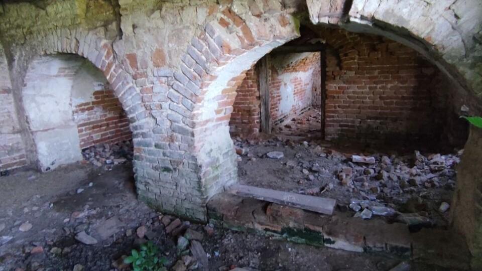 На Волині руйнується приміщення колишньої митниці