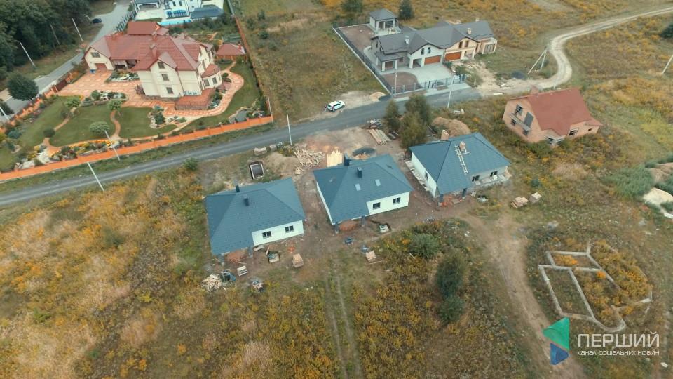 Простора тераса та камін: поблизу Луцька продають затишний будинок. ФОТО