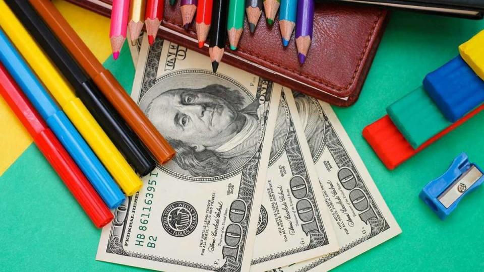 Луцькі школи та дитсадки хочуть зробити платними для дітей без приписки