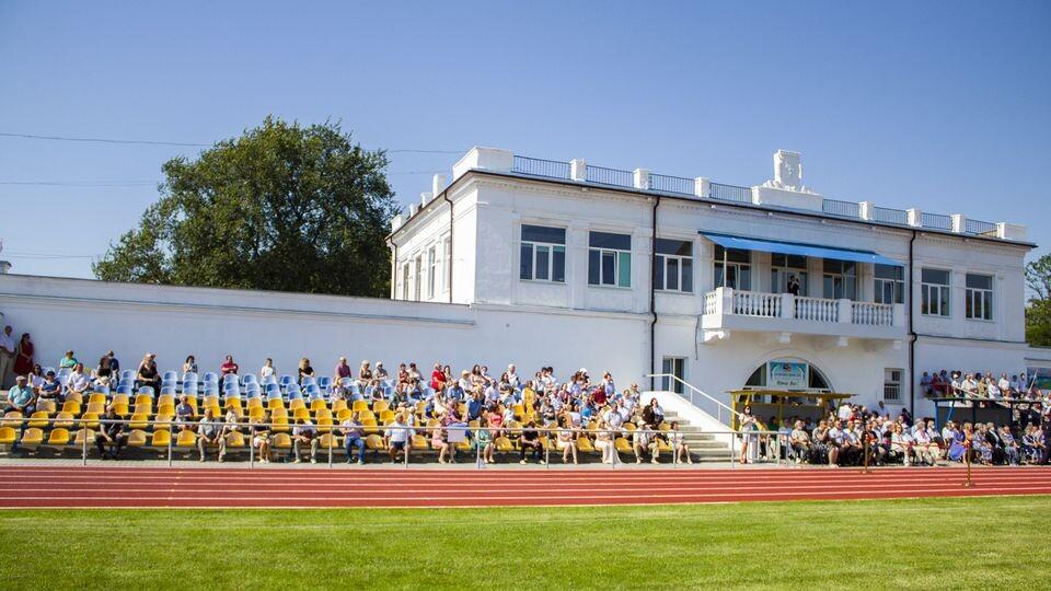 У місті на Волині урочисто відкрили оновлений стадіон. ФОТО